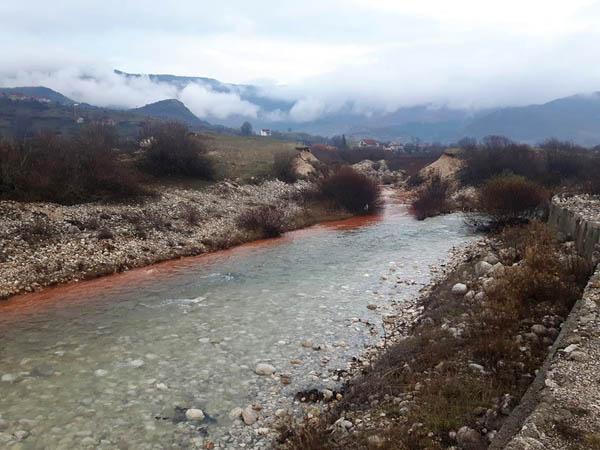 Novo zagađenje obojilo vodotoke u Župi